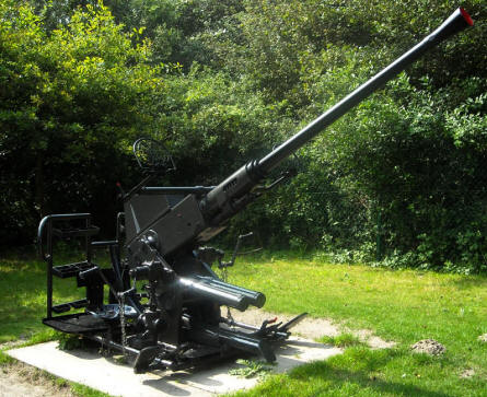 One of the many historical anti-aircraft guns at the Raversijde Domain (Atlantic Wall museum) at Oostende.