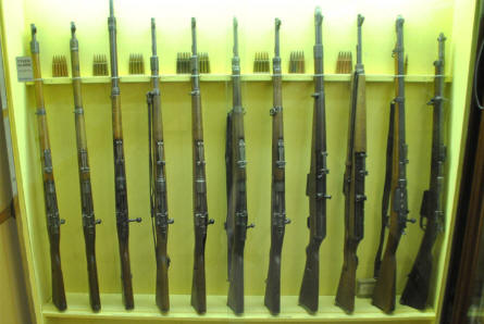 Some of the World War II rifles displayed at the Aarhus Occupation Museum.