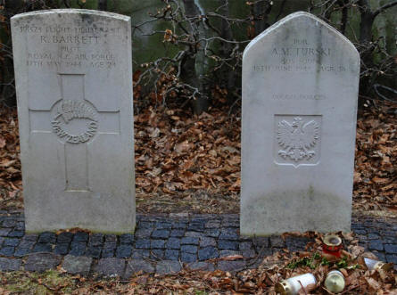 Two World War II Royal Air Force war graves at the Frederikshavn War Cemetery. One of these soldiers were from New Zealand and the other from Poland.