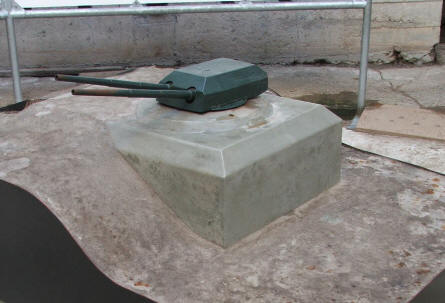 "A scale model of how one of the main bunkers should have looked, it the Tirpitz Battery had been fihished. The guns are from battleships like the battleship ""Tirpitz""."
