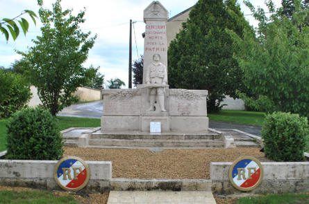 One of the many World War I memorials that can be found in almost all villages and towns all over the Verdun area.