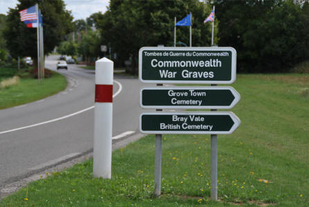 A road sign showing the way to the Bray Vale British Cemetery at Bray-sur-Somme.