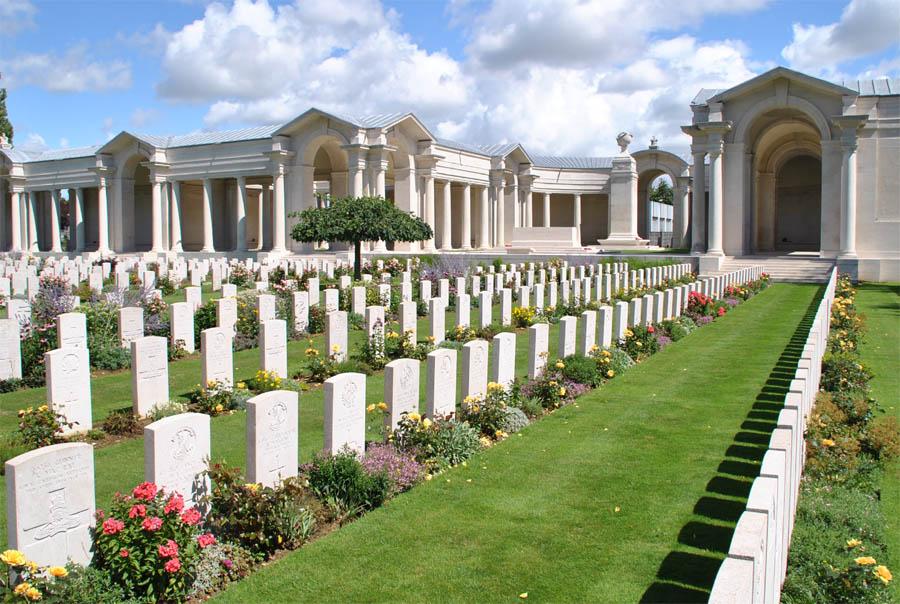 Faubourg-Damiens_Cemetery_2011_12.jpg