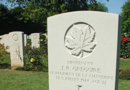 The grave of Lieutenant J.R. Gregoire - killed on the 5th of July 1944 (22 years old) - at Beny-Sur-Mer Canadian War Cemetery in Reviers. Notice that the text is in French.