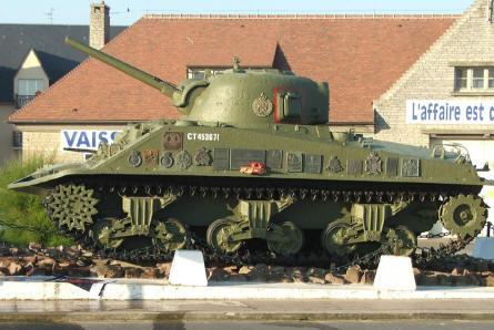 A special Sherman DD tank is used as a memorial. These tanks should have be able to swim ashore, but most of them sank due to the bad weather on the morning of June the 6th 1944.