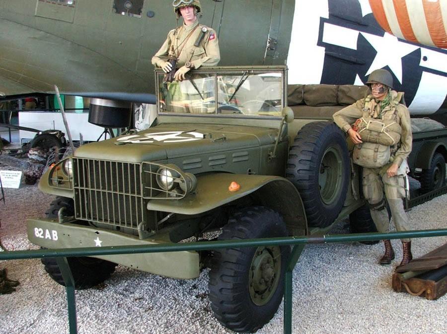 Les musées en Normandie et  du Nord de la France Saint_Mere_Eglise_2006_Truck
