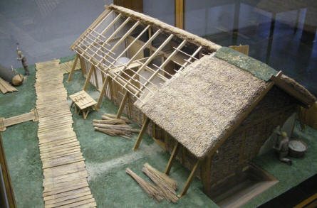 A scale model of a Viking house at the Viking Museum Haithabu.