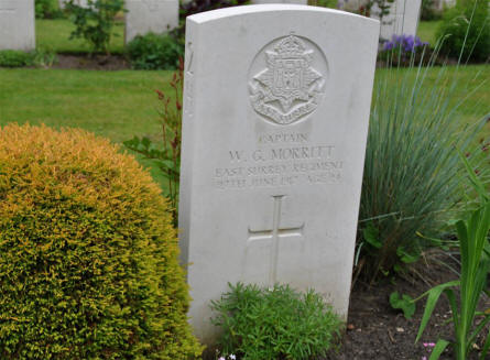 The World War I grave of Captain W. G. Morritt (died on the 27th of June 1917) at the Hamburg War Cemetery.