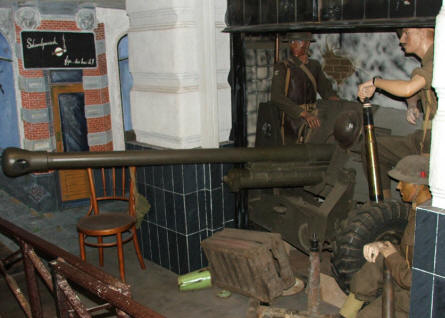 British World War II canon and crew displayed at the Arnhem War Museum.