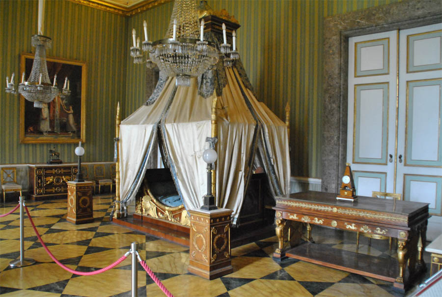 royal palace of caserta euro t guide italy what to see 2. Black Bedroom Furniture Sets. Home Design Ideas