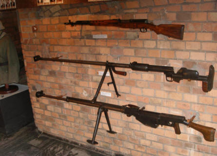 A rifle and some anti-tank rifles displayed at the Poznan Army Museum.
